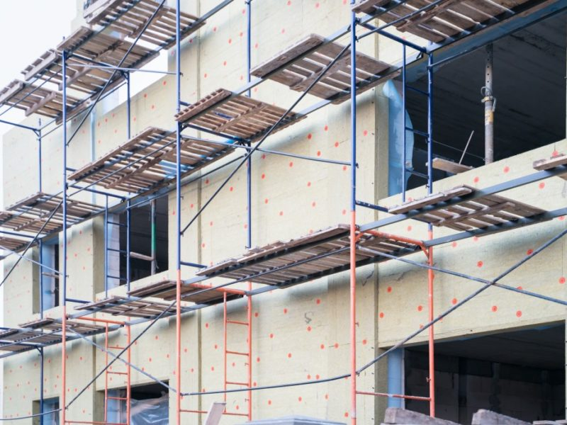 architecture-new-house-cottage-private-house-renovation-scaffolding-scaffold-board-town-work-new_t20_7yn1ev