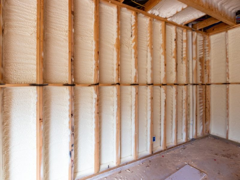 spray-foam-insulation-in-new-home-construction_t20_vRkYBO